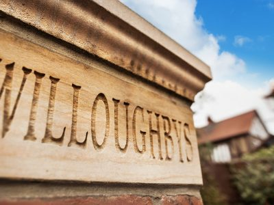 kingfiels-willoughbys-sign